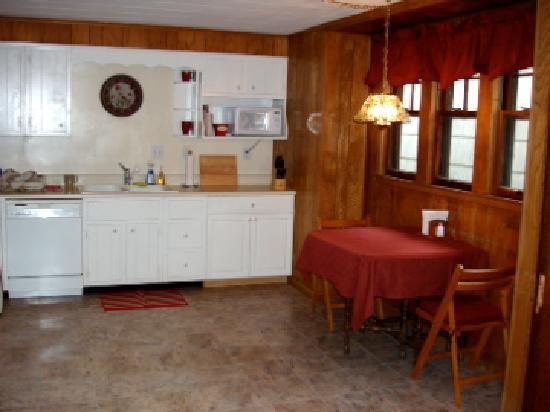 The Westside Guest House: The kitchen in The Residence is fully equipped.