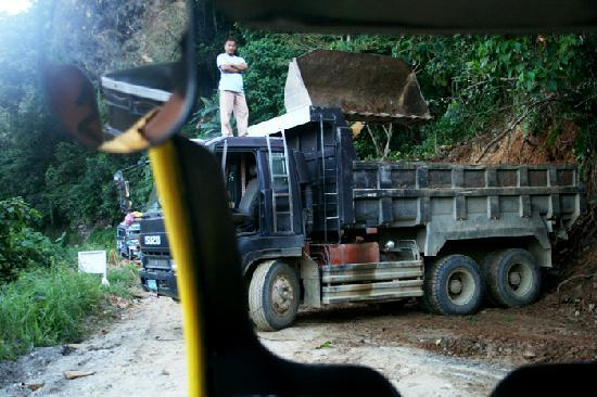 Marble Quarry : Workers block the road.