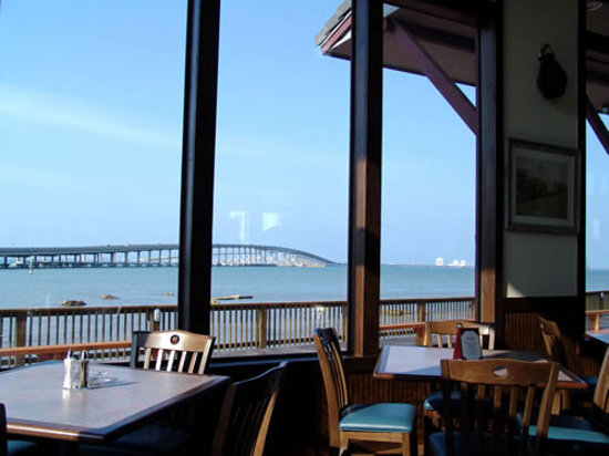 Port Isabel, Teksas: South Padre Island from Dirty Al's at Pelican Station