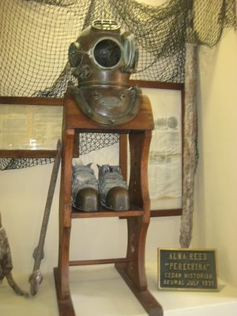 CEDAM Museum: Antique diving gear