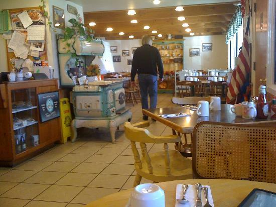 Redwood Cafe: Casual shot of interior