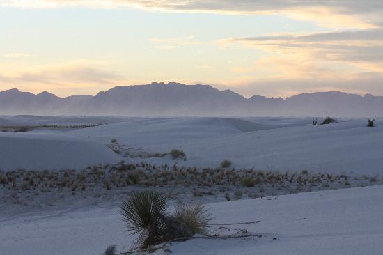 White Sands National Monument: Sunset at White Sands