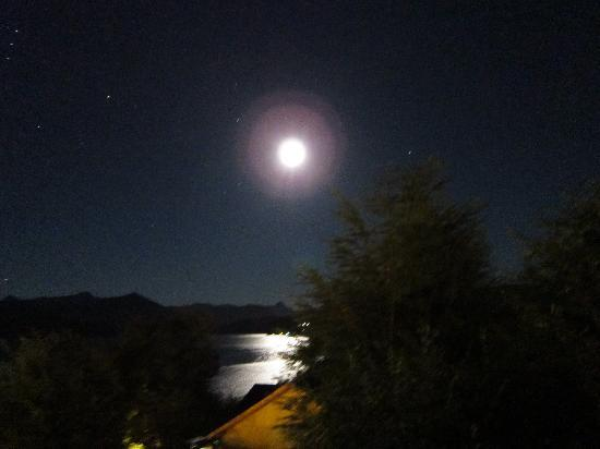 Hosteria Le Lac: full moon from the room