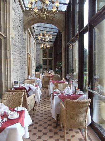 Armathwaite Hall Hotel & Spa: conservatory set for breakfast