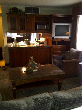 Best Western Plus Siding 29 Lodge: Wet Bar and Fridge