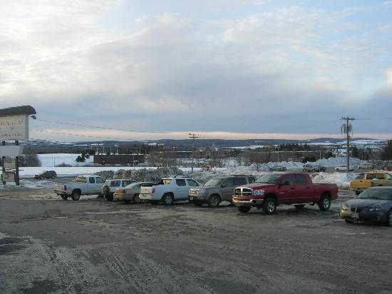 Presque Isle Inn & Convention Center: Hotel Parking Lot