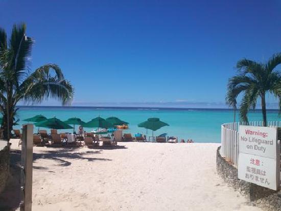 The Westin Resort Guam: ホテル前のビーチ