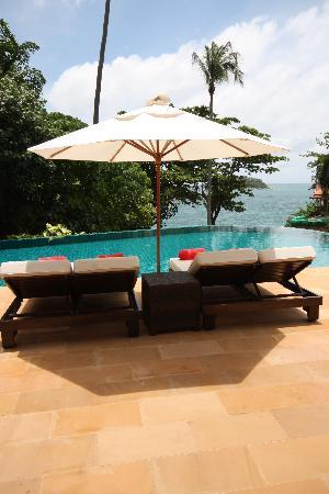 Baan Saleah Phuket: Huge double sunloungers by the pool sala