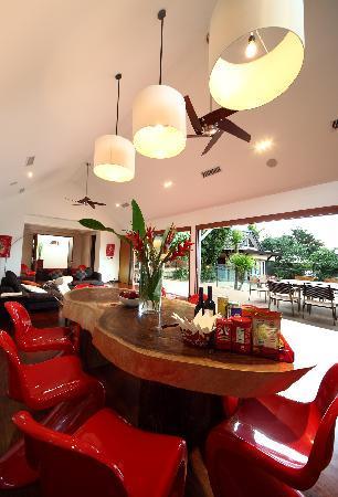 Baan Saleah Phuket: Incredible dining table in huge dining room