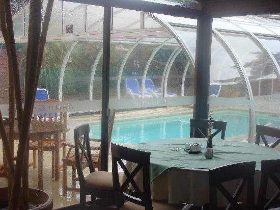 Salto Grande Hotel: aSalón comedor a piscina