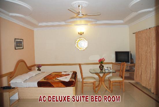 Kishkinda Heritage Resort: Ac Deluxe Suite Bed Room