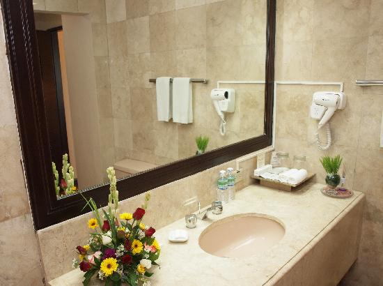 New Horizon Hotel: Bathroom
