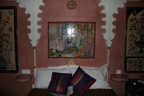 Riad Basma: Cama de habitación
