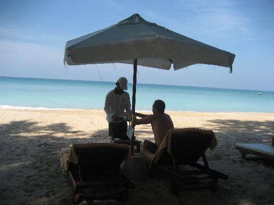 Layana Resort and Spa: Ice cold drinks by the sea