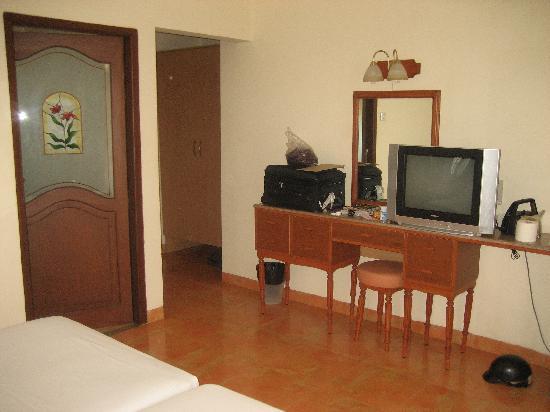 Hacienda De Goa Resort: Another view of the room.