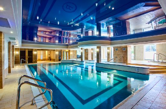 The royal hotel and merrill leisure club bray ireland - Cheap hotels in ireland with swimming pool ...