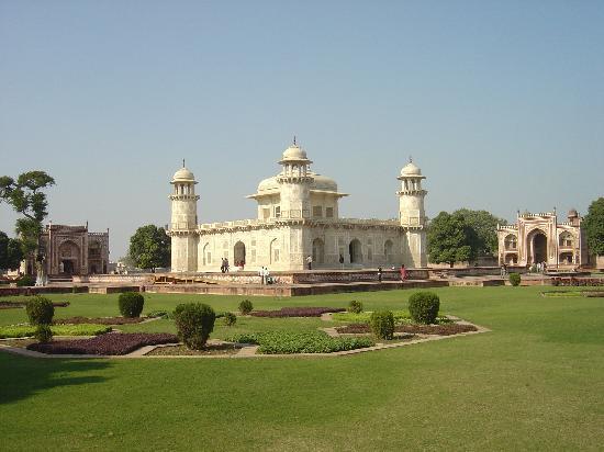 Amin Tours Day Tours: Baby Taj