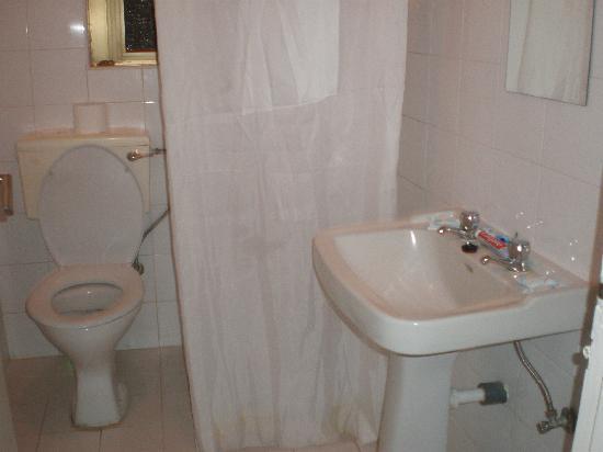 Dean Hamlet Hotel: baño