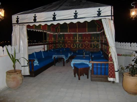 Hotel Dar Mounir: terraza con jaima