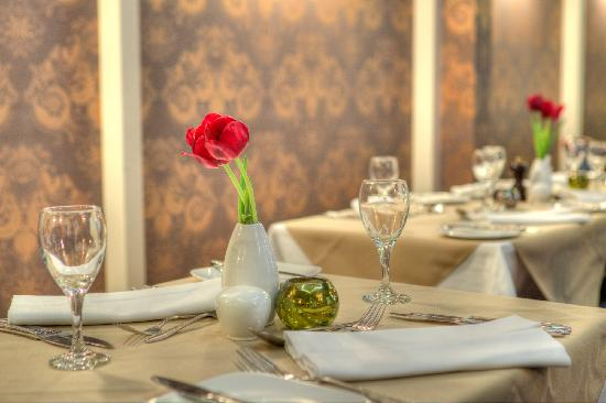 The Carlton Hotel: The Carlton Restaurant