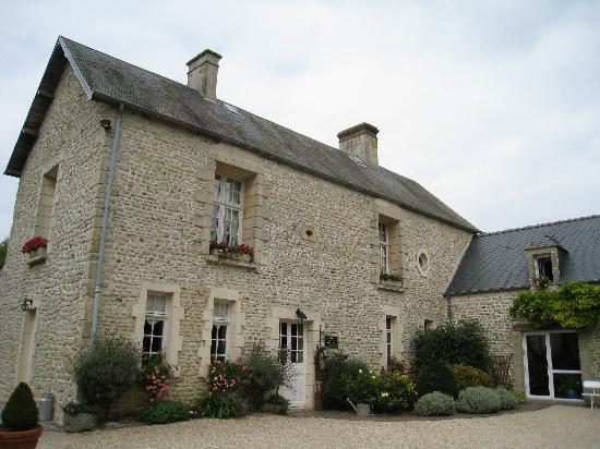 Ferme du Mouchel : Windows on upper floor -bedrooms we usually take