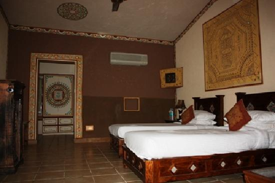 Chokhi Dhani Resort: Cottage room