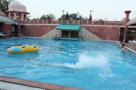 Chokhi Dhani Resort: Swimming pool