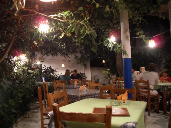 Manolis Garden Taverna: Cosy atmosphere!