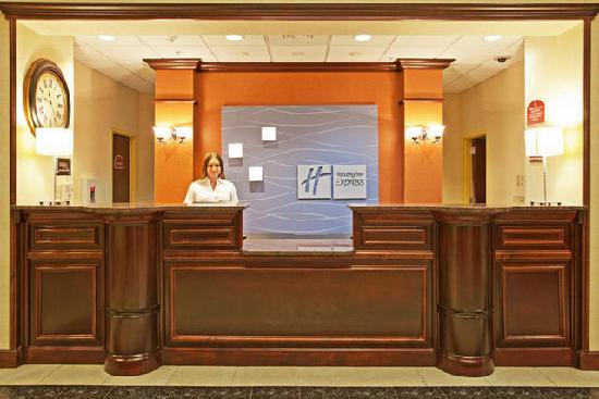 Holiday Inn Express Hotel Amp Suites Spring Hill Updated