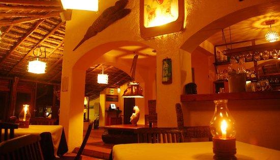 Restaurant Piedra Escondida: Restaurant by night