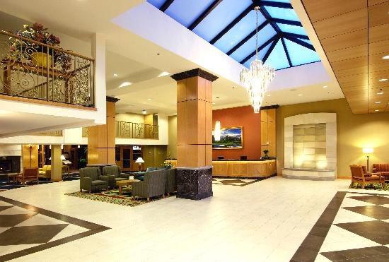 Holiday Inn Downtown Everett: Lobby - Wide angle