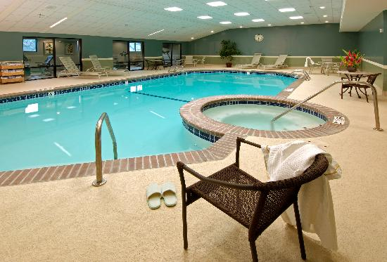 Holiday Inn Downtown Everett: Indoor Pool and Hot Tub