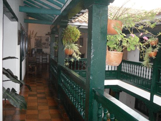 Interior casa de nari o v rias id ias de - Balcones interiores casa habitacion ...