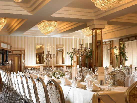 Garryvoe Hotel: A wedding set up in the Grand Ballroom