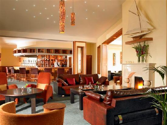 Garryvoe Hotel: The Lobby Bar
