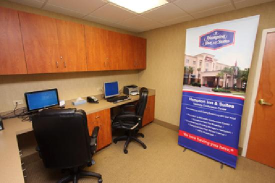 Hampton Inn Suites Valdosta Conference Center: The 24/7 business center provides copy, fax and print services.