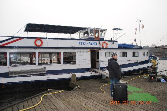 Vita Nova: Båten