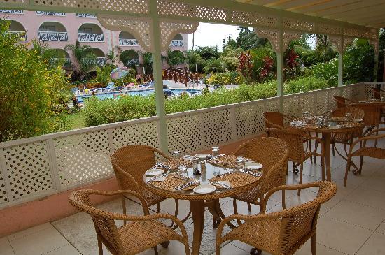 Sunbay Hotel: Palm Veiw Restaurant