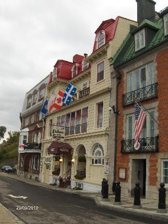 Hotel Terrasse Dufferin: Street frontage