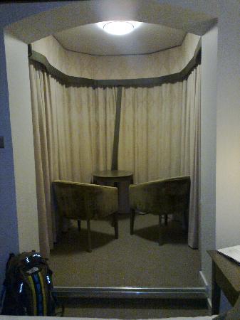 """Garth Hotel & Restaurant : """"lounge area"""" in bedroom"""