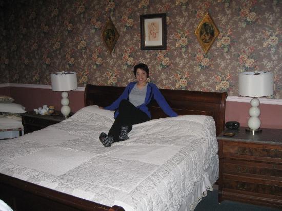 Rogues' Harbor Inn: Slegh Bed