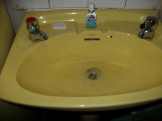 Acropolis Hotel: lavabo resté sale pendant 3 jours