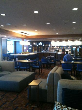 Courtyard by Marriott Moorhead: New lobby includes the Bistro!!