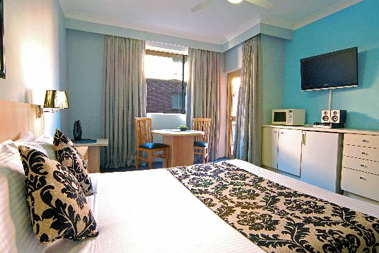 Adara Camperdown: Comfortable Studio apartments with kitchette