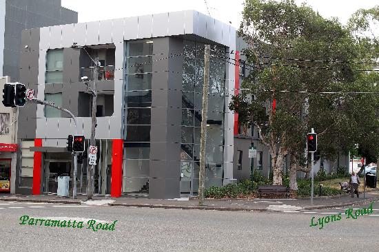 Camperdown Suites: Brand new building strategically located at the corner of Parramatta and Lyons Road