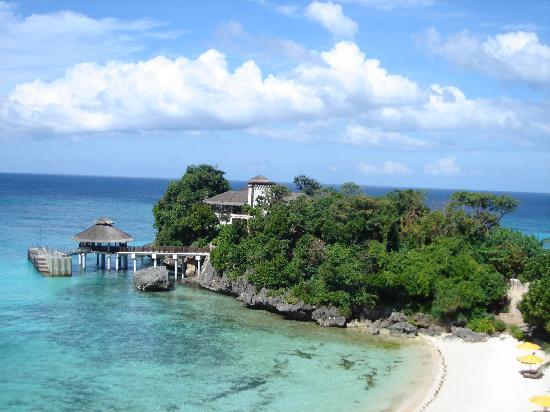 Shangri-La's Boracay Resort & Spa: Dive shop, arrival area, beach area