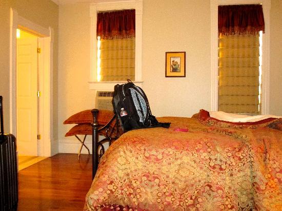 The Union Hotel: bedroom
