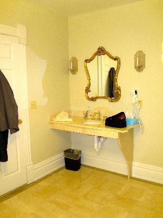 The Union Hotel: bathroom