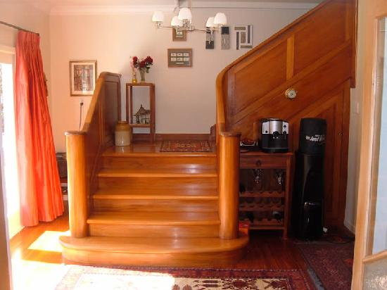 Esk Valley Lodge: Rimu timber staircase to upper rooms