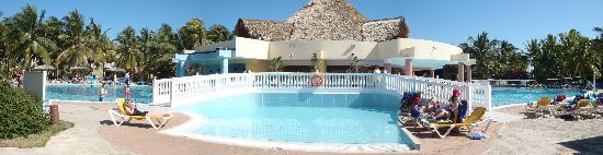 Iberostar Daiquiri: Plenty of room to relax by/in the pool